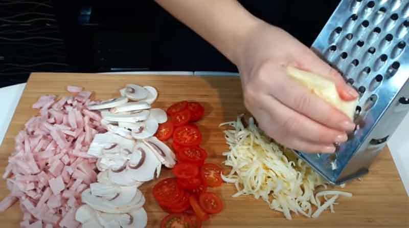 Подготовка начинки для пиццы