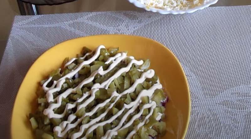 Соленые огурцы в салате