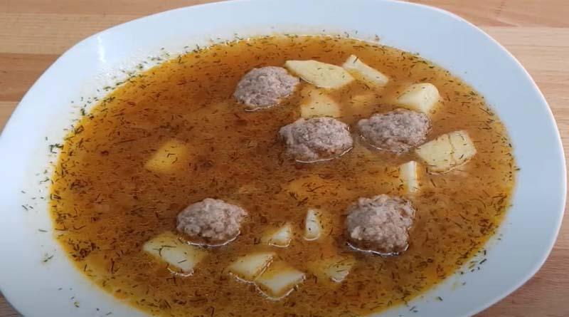 Острый томатный суп с фрикадельками