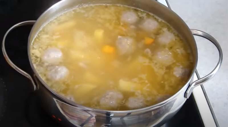 Фрикадельки в супе