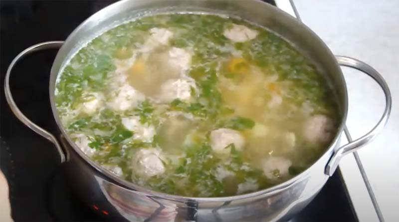 Кастрюля с супом