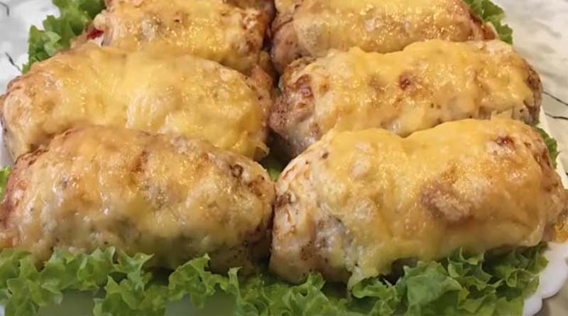 Куриные рулеты на листьях салата