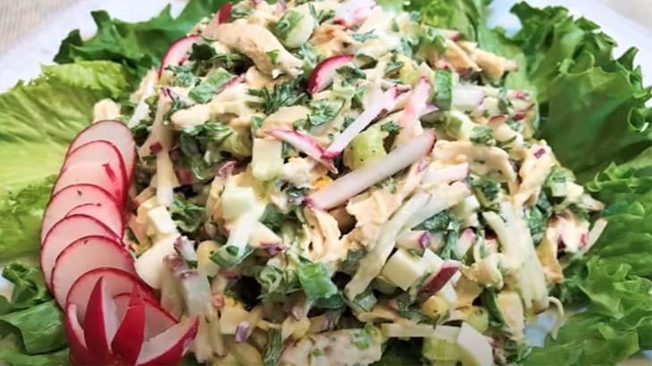 Салат с редиской и курицей