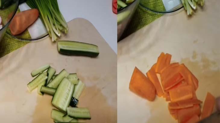 Огурец и морковь, нарезанные соломкой