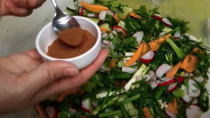 Добавление паприки в салат
