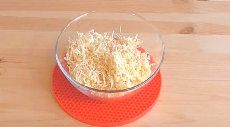 Салатник с натертым сыром