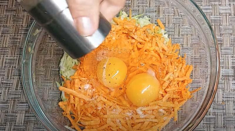 Приготовление оладьей с морковью
