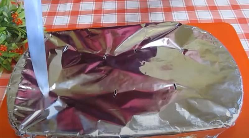 Форма для запекания, накрытая фольгой