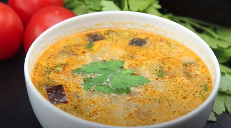 Куриный суп с брынзой и баклажанами